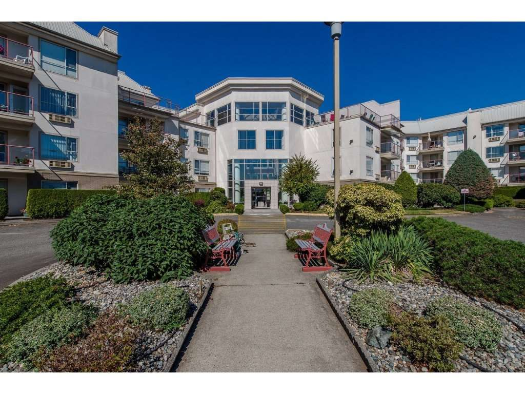 """Main Photo: 406 2626 COUNTESS Street in Abbotsford: Abbotsford West Condo for sale in """"The Wedgewood"""" : MLS®# R2221991"""