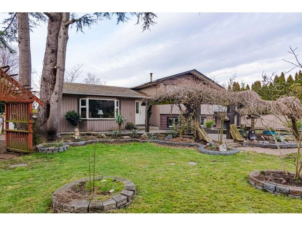 Main Photo: 22169 OLD YALE Road in Langley: Murrayville House for sale : MLS®# R2449578