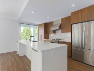 """Photo 11: 307 6933 CAMBIE Street in Vancouver: Cambie Condo for sale in """"MOSAIC CAMBRIA PARK"""" (Vancouver West)  : MLS®# R2379345"""