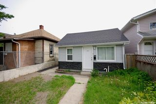 Photo 1: 220 L Avenue North in Saskatoon: Westmount Residential for sale : MLS®# SK857057