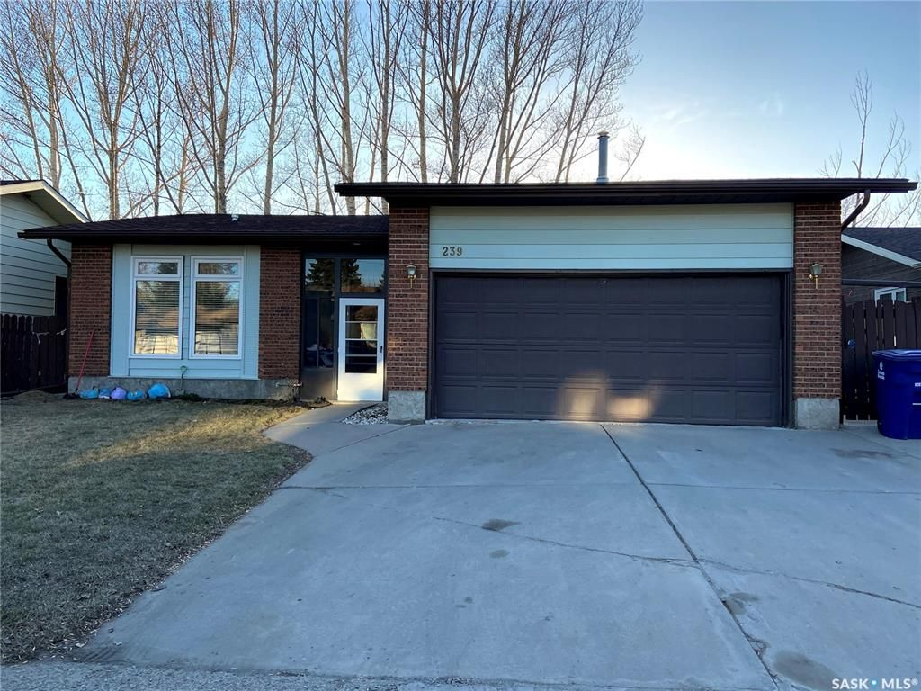 Main Photo: 239 Kenosee Crescent in Saskatoon: Lakeview SA Residential for sale : MLS®# SK850644