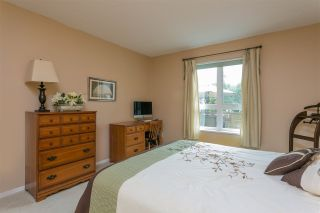 "Photo 12: 201 106 W KINGS Road in North Vancouver: Upper Lonsdale Condo for sale in ""Kings Court"" : MLS®# R2214893"