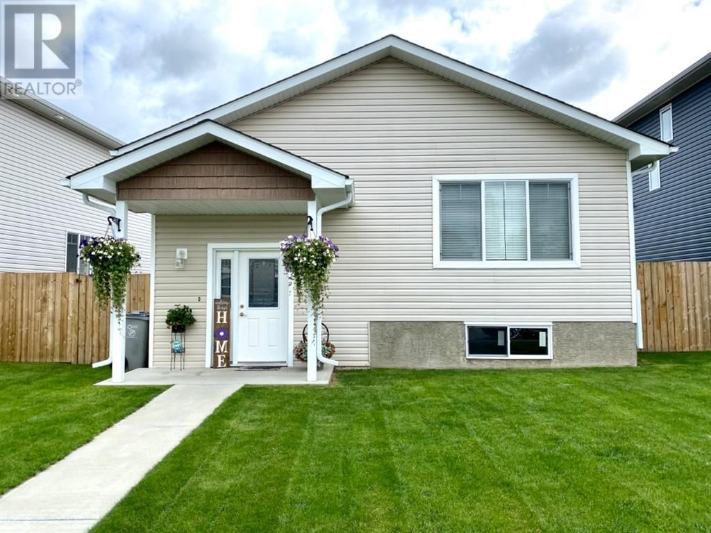 Main Photo: 11 Pritchard Drive in Whitecourt: House for sale : MLS®# A1096848