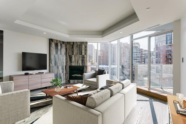 Photo 9: Photos: 607 738 1 Avenue SW in Calgary: Eau Claire Apartment for sale : MLS®# C4272230