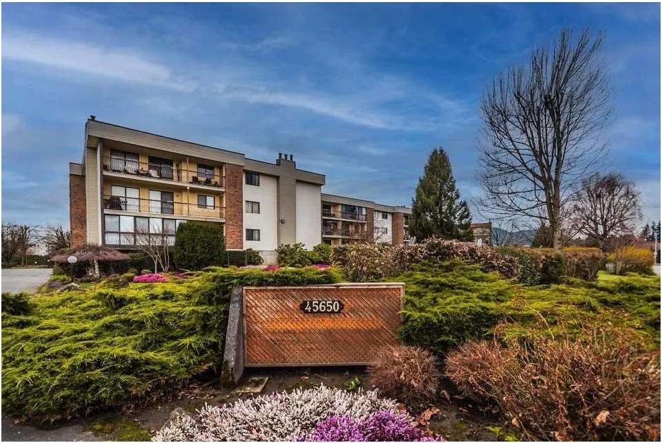 """Main Photo: 1101 45650 MCINTOSH Drive in Chilliwack: Chilliwack W Young-Well Condo for sale in """"Phoenixdale"""" : MLS®# R2555940"""