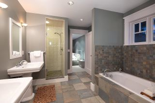 """Photo 34: 2386 KINGS Avenue in West Vancouver: Dundarave House for sale in """"Dundarave Village by the Sea"""" : MLS®# R2620765"""