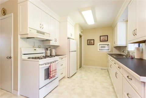 Photo 17: Photos: 15 Ferguson Avenue in Whitby: Brooklin House (Bungalow) for sale : MLS®# E3214981