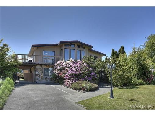 Main Photo: 8012 Arthur Dr in SAANICHTON: CS Turgoose House for sale (Central Saanich)  : MLS®# 731845