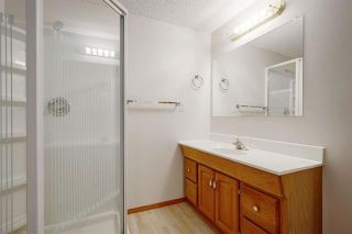 Photo 23: 24 SIGNATURE Way SW in Calgary: Signal Hill Detached for sale : MLS®# C4302567
