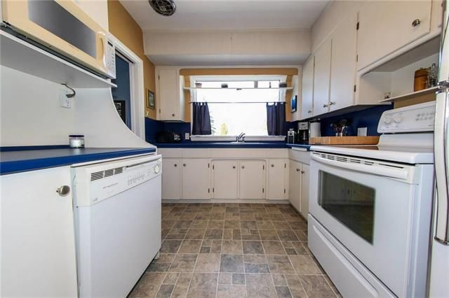 Photo 11: Photos: 37 St Vital Road in Winnipeg: Residential for sale (2C)  : MLS®# 1909617
