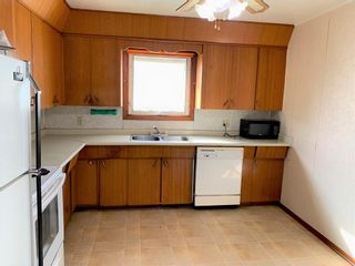 Photo 2: 107 Bossons Avenue in Dauphin: R30 Residential for sale (R30 - Dauphin and Area)  : MLS®# 202123893