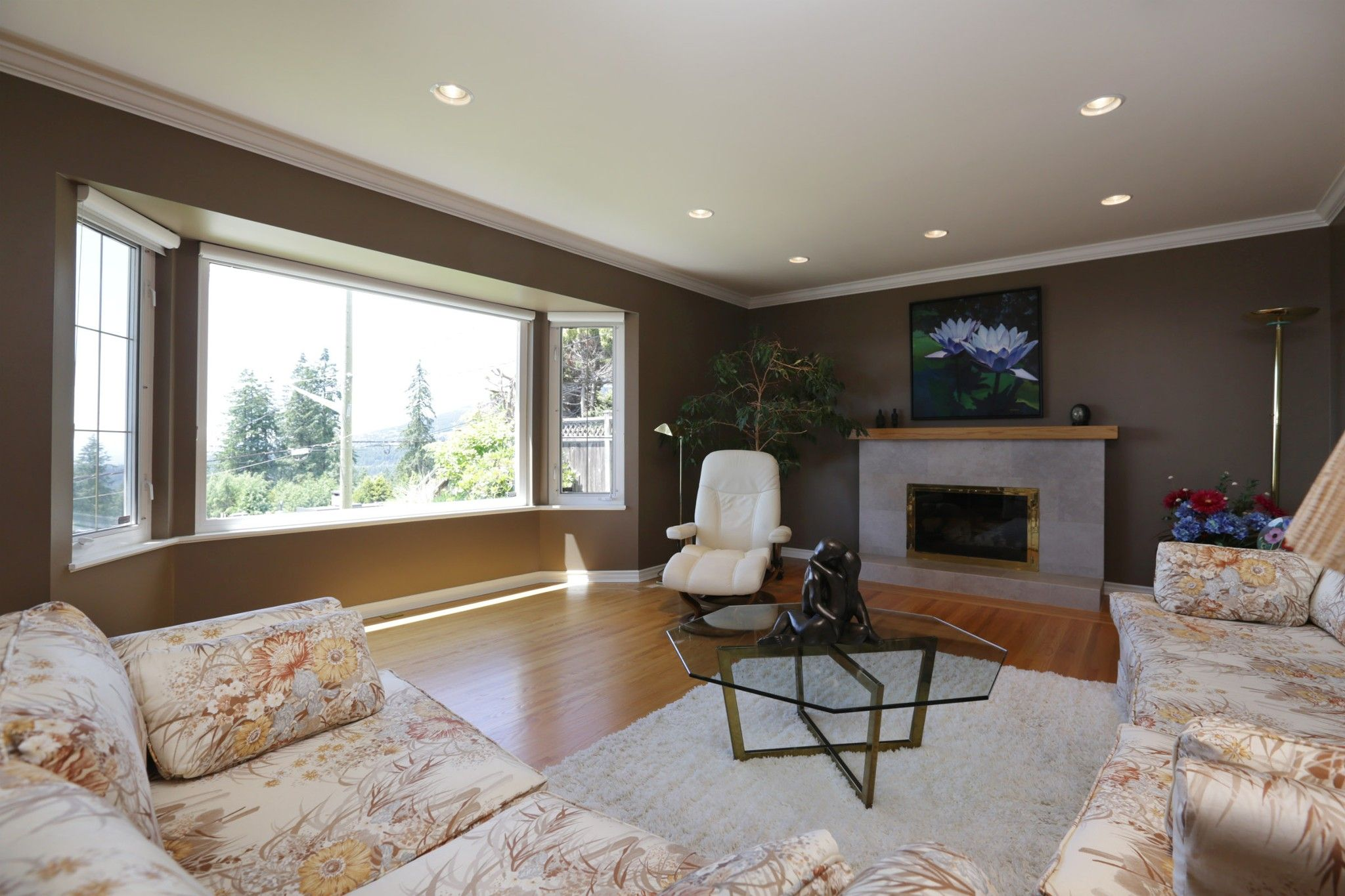 Photo 2: Photos: 372 VENTURA Crescent in North Vancouver: Upper Delbrook House for sale : MLS®# R2284717