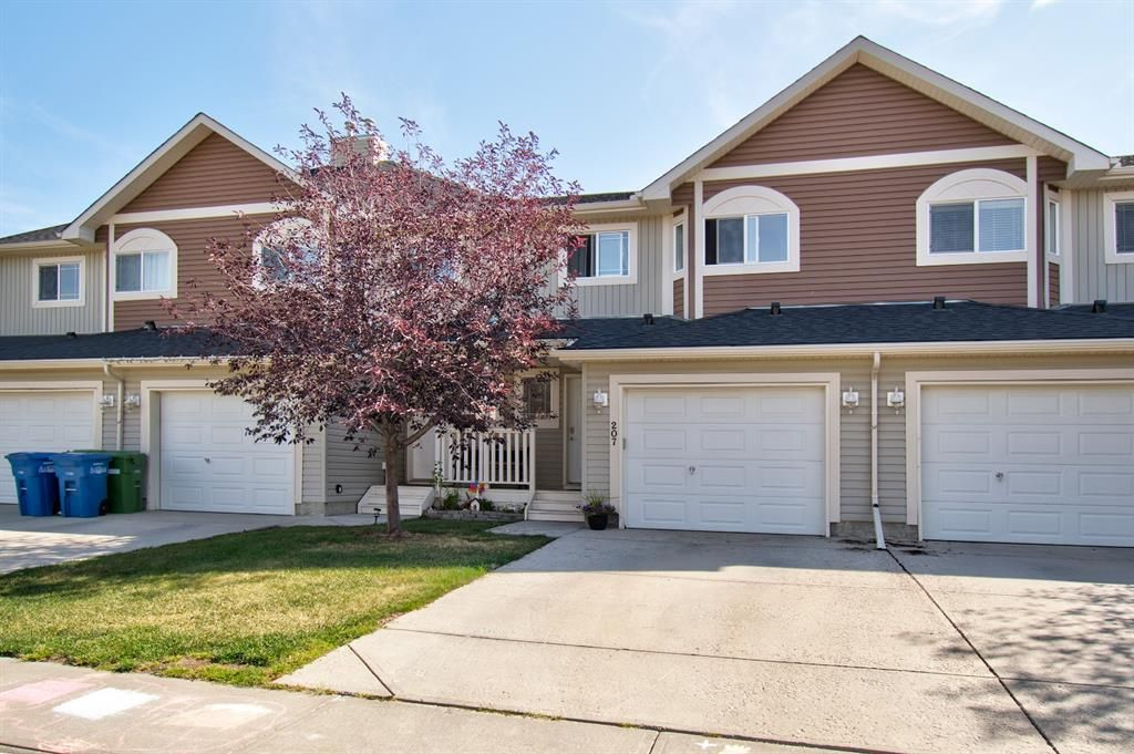 Main Photo: 207 BAYSIDE Point SW: Airdrie Row/Townhouse for sale : MLS®# A1035455