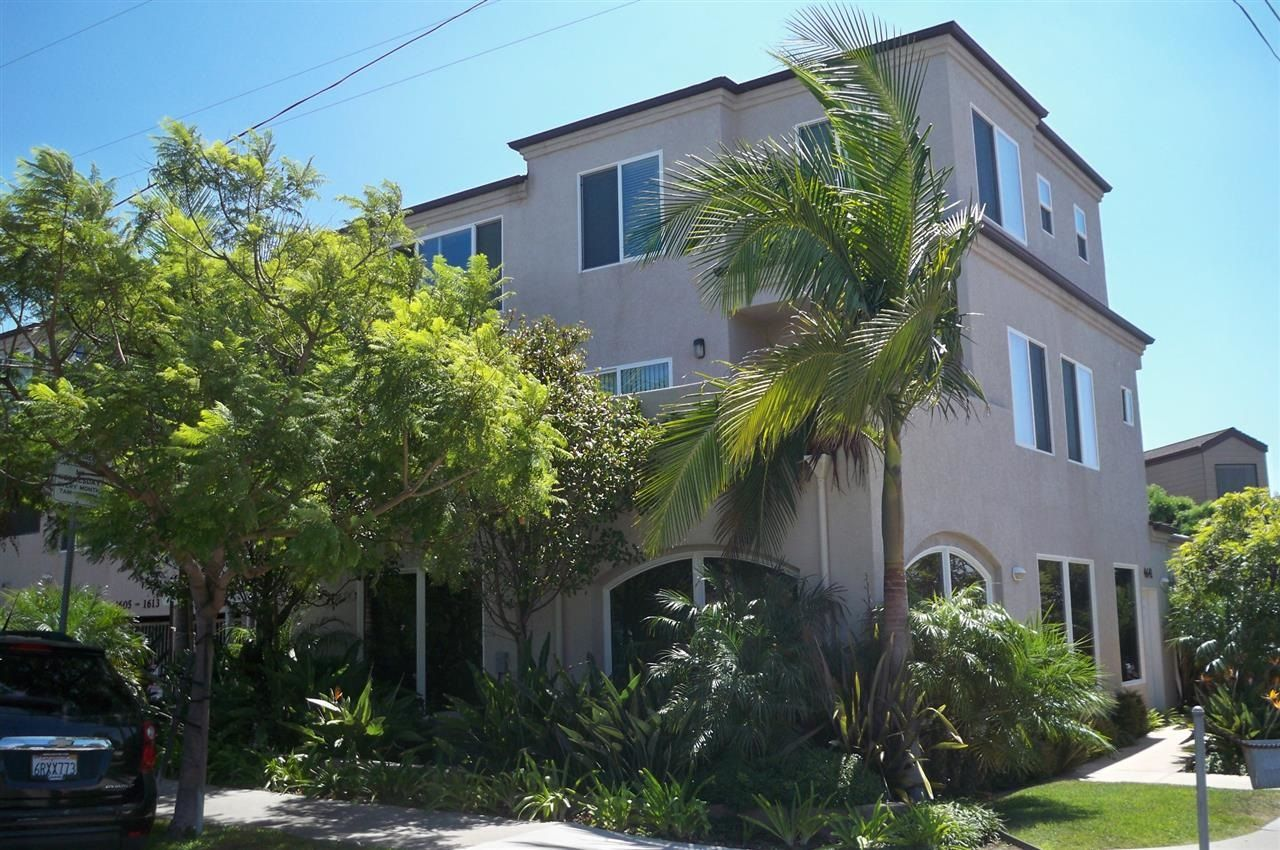Main Photo: PACIFIC BEACH Townhouse for sale : 2 bedrooms : 1605 Emerald in San Diego