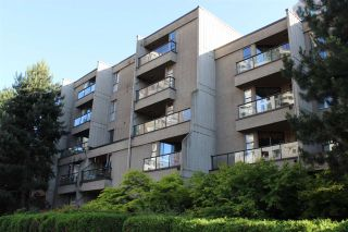 """Photo 1: 307 1040 PACIFIC Street in Vancouver: West End VW Condo for sale in """"CHELSEA TERRACE"""" (Vancouver West)  : MLS®# R2183958"""