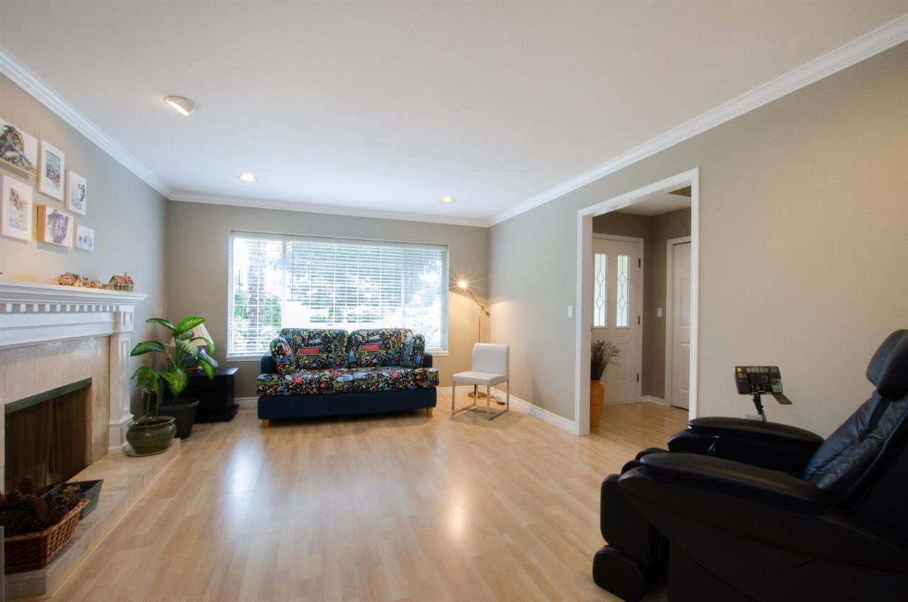 """Photo 4: Photos: 6159 45 Avenue in Delta: Holly House for sale in """"Sunrise"""" (Ladner)  : MLS®# R2284913"""
