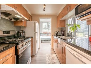 """Photo 4: 607 1077 MARINASIDE Crescent in Vancouver: Yaletown Condo for sale in """"Marinaside Resort"""" (Vancouver West)  : MLS®# R2573754"""