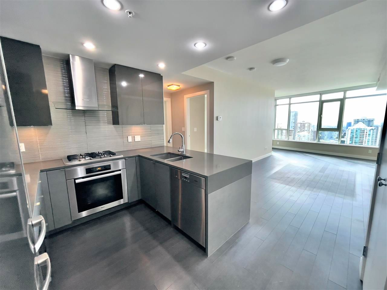 Main Photo: 2206 4508 HAZEL Street in Burnaby: Forest Glen BS Condo for sale (Burnaby South)  : MLS®# R2573148
