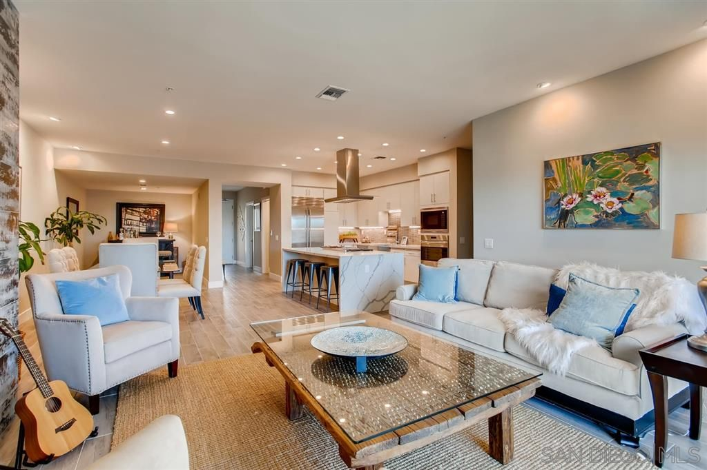 Photo 6: Photos: Condo for sale : 3 bedrooms : 3025 Byron St in San Diego