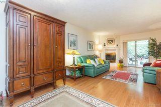Photo 3: 19 500 Marsett Pl in VICTORIA: SW Royal Oak Row/Townhouse for sale (Saanich West)  : MLS®# 801524