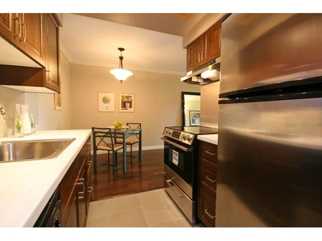 """Photo 2: Photos: 105 2150 BRUNSWICK Street in Vancouver: Mount Pleasant VE Condo for sale in """"MOUNT PLEASANT PLACE"""" (Vancouver East)  : MLS®# V884597"""