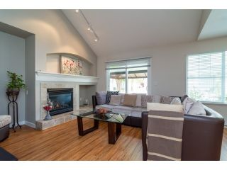 """Photo 4: 71 17097 64 Avenue in Surrey: Cloverdale BC Townhouse for sale in """"The Kentucky"""" (Cloverdale)  : MLS®# R2064911"""