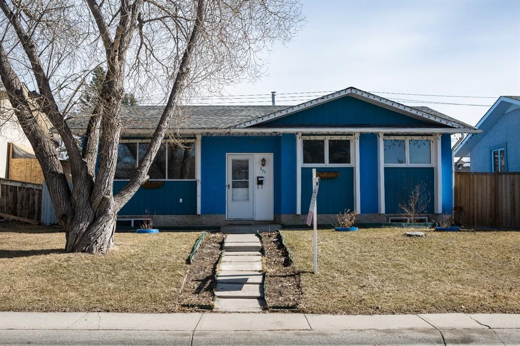 Main Photo: 371 Penswood Way SE in Calgary: Penbrooke Meadows Detached for sale : MLS®# A1087362