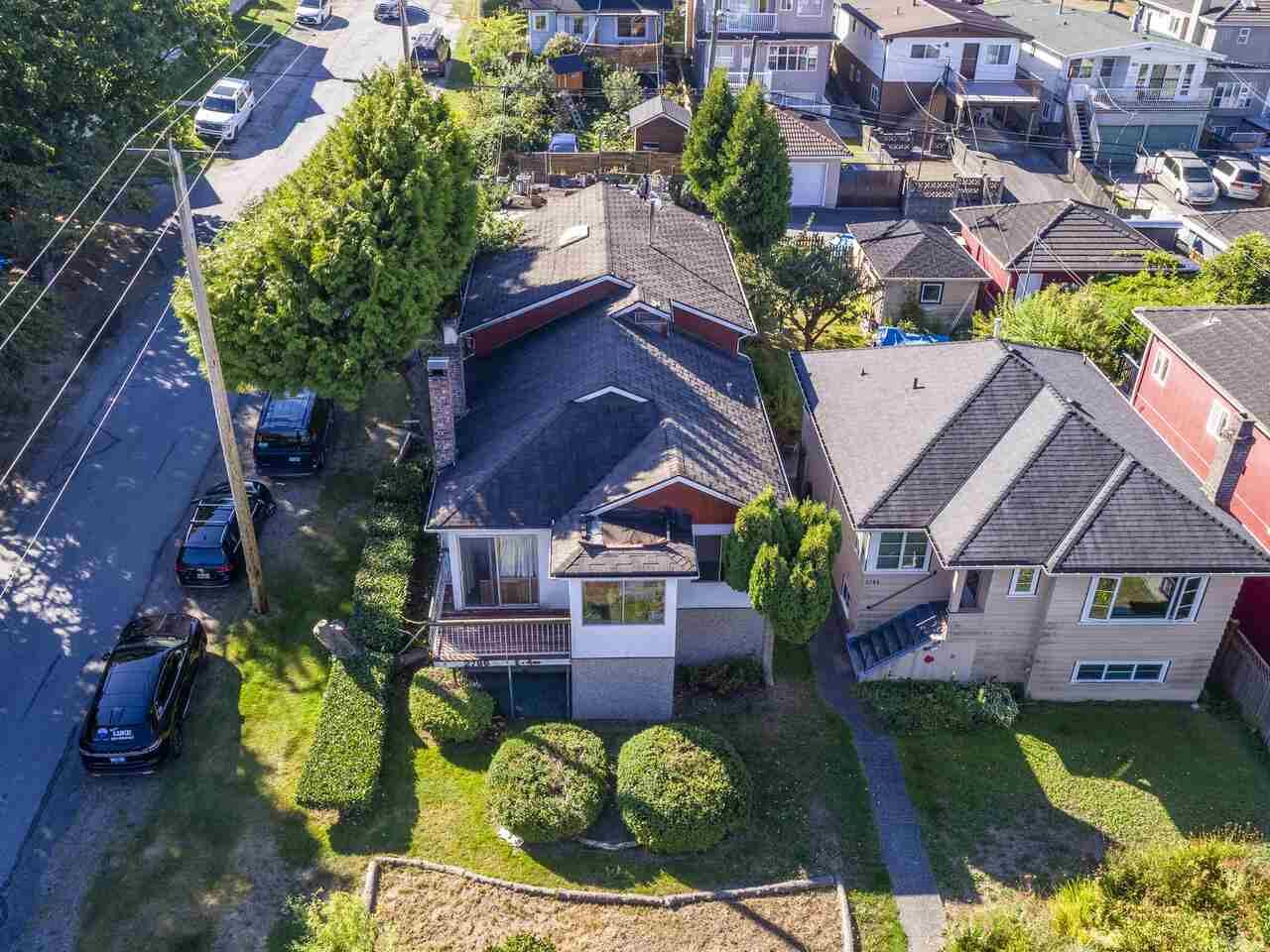 """Photo 3: Photos: 2796 E 4TH Avenue in Vancouver: Renfrew VE House for sale in """"Renfrew Heights"""" (Vancouver East)  : MLS®# R2496647"""