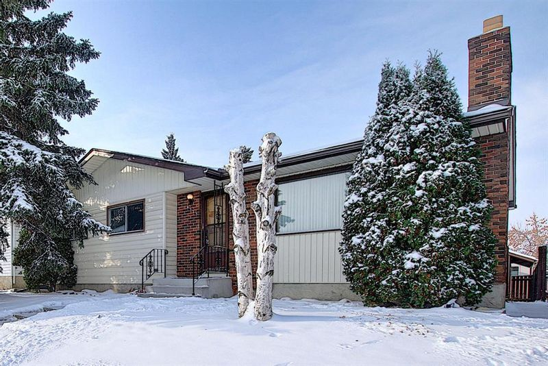 FEATURED LISTING: 4323 49 Street Northeast Calgary