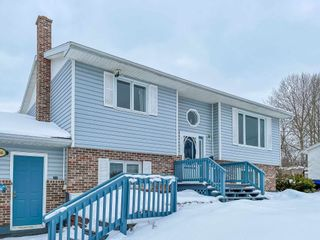 Photo 2: 136 Milne Avenue in New Minas: 404-Kings County Residential for sale (Annapolis Valley)  : MLS®# 202101492
