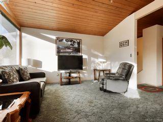 Photo 3: 721 PORTER Rd in VICTORIA: Es Old Esquimalt House for sale (Esquimalt)  : MLS®# 828633
