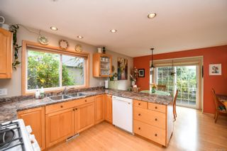 Photo 4: 1003 Kingsley Cres in : CV Comox (Town of) House for sale (Comox Valley)  : MLS®# 886032