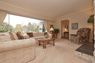 """Photo 3: 914 RUNNYMEDE Avenue in Coquitlam: Coquitlam West House for sale in """"COQUITLAM WEST"""" : MLS®# R2032376"""