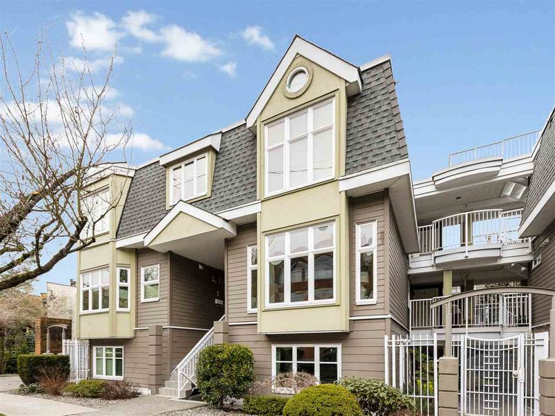 FEATURED LISTING: 735 7TH Avenue West Vancouver