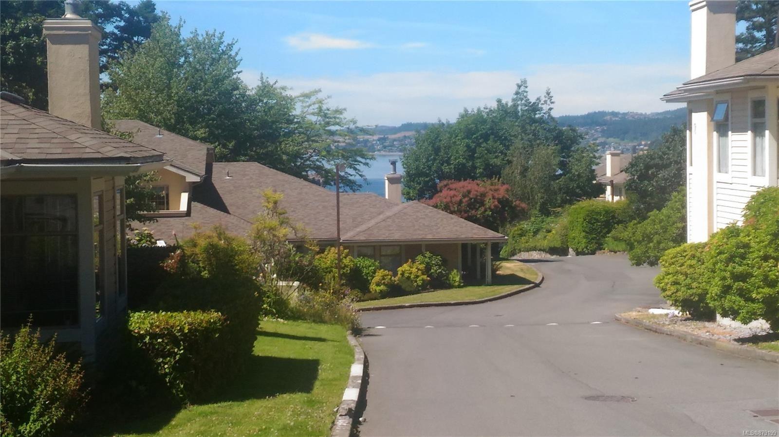 Main Photo: 18 909 Admirals Rd in Esquimalt: Es Esquimalt Row/Townhouse for sale : MLS®# 879199