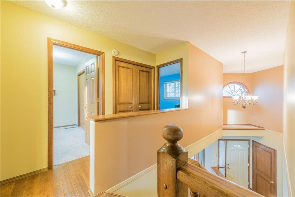 Photo 13: Photos: 25 Shannon Green SW in Calgary: Shawnessy House for sale : MLS®# C4140959