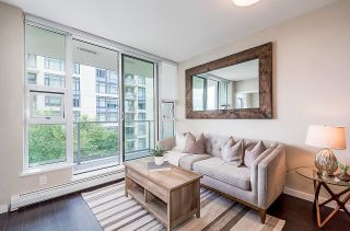 """Photo 2: 910 1708 COLUMBIA Street in Vancouver: False Creek Condo for sale in """"WALL CENTRE FALSE CREEK"""" (Vancouver West)  : MLS®# R2388986"""