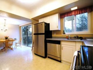 Photo 8: 3810 Merriman Dr in VICTORIA: SE Cedar Hill House for sale (Saanich East)  : MLS®# 520966