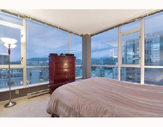 """Photo 9: 2203 1420 W GEORGIA Street in Vancouver: West End VW Condo for sale in """"THE GEORGE"""" (Vancouver West)  : MLS®# V688392"""