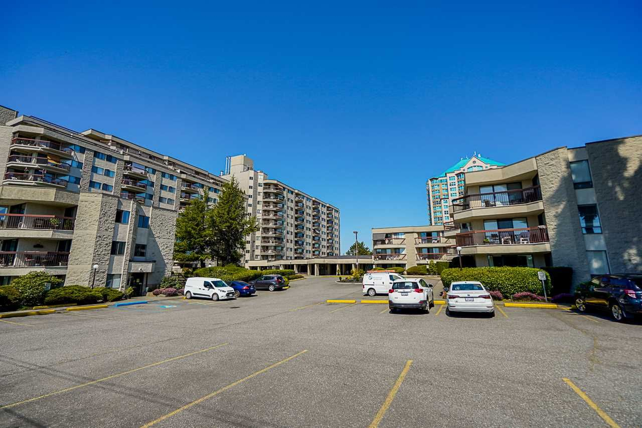 """Main Photo: 122 31955 OLD YALE Road in Abbotsford: Abbotsford West Condo for sale in """"Evergreen Village"""" : MLS®# R2569869"""