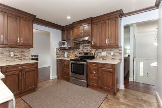 """Photo 8: 5811 ANGUS Place in Surrey: Cloverdale BC House for sale in """"Jersey Hills"""" (Cloverdale)  : MLS®# R2326051"""
