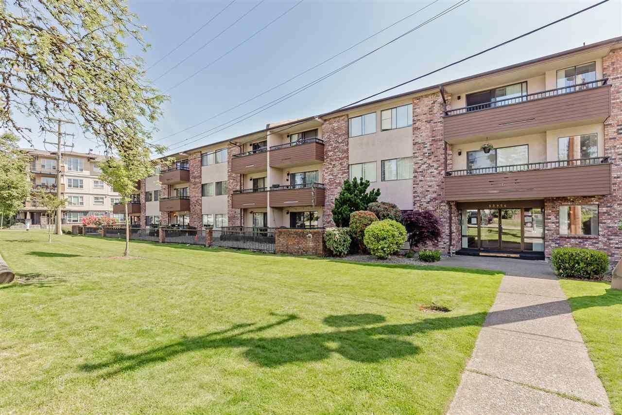 """Main Photo: 107 33956 ESSENDENE Avenue in Abbotsford: Central Abbotsford Condo for sale in """"HILLCREST MANOR"""" : MLS®# R2577495"""