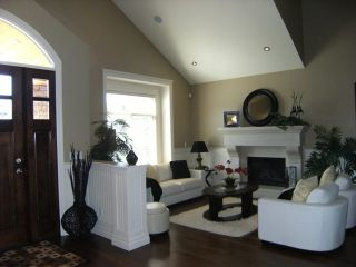 """Photo 3: 7468 149TH Street in Surrey: East Newton House for sale in """"CHIMNEY"""" : MLS®# F1110344"""