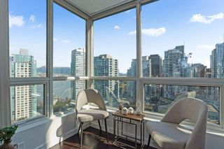"""Photo 4: 2204 555 JERVIS Street in Vancouver: Coal Harbour Condo for sale in """"Harbourside Park"""" (Vancouver West)  : MLS®# R2544198"""