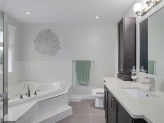 """Photo 11: 17387 3 Avenue in Surrey: Pacific Douglas House for sale in """"SUMMERFIELD"""" (South Surrey White Rock)  : MLS®# R2257323"""