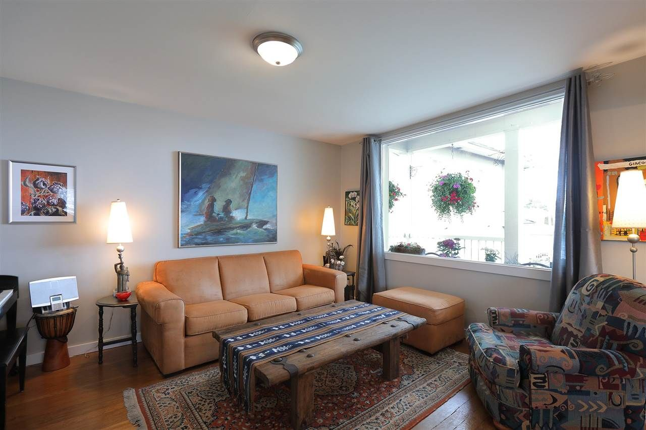 Photo 4: Photos: 1865 E 53RD Avenue in Vancouver: Killarney VE House for sale (Vancouver East)  : MLS®# R2383850