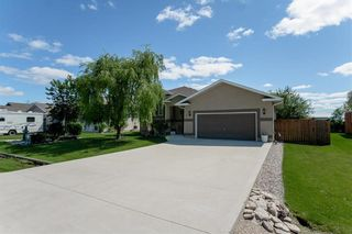 Photo 1: 64 Edelweiss Crescent in Niverville: R07 Residential for sale : MLS®# 202013038