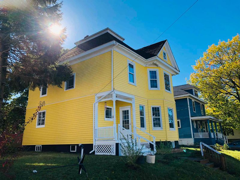 FEATURED LISTING: 462 Pleasant Street New Glasgow