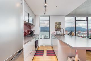 """Photo 8: 2001 108 W CORDOVA Street in Vancouver: Downtown VW Condo for sale in """"Woodwards W32"""" (Vancouver West)  : MLS®# R2465533"""