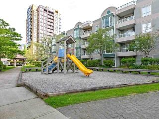 """Photo 15: 1802 5189 GASTON Street in Vancouver: Collingwood VE Condo for sale in """"THE MACGREGOR"""" (Vancouver East)  : MLS®# R2369458"""